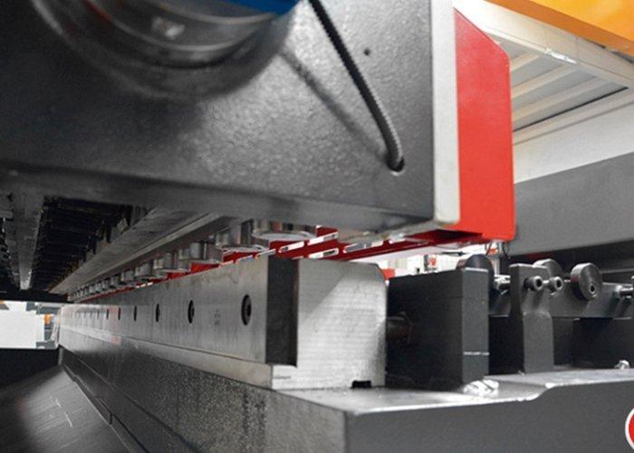 guilhotina CNC